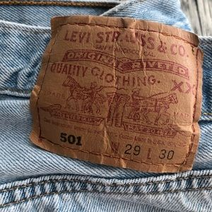 501 Levi's light wash jeans